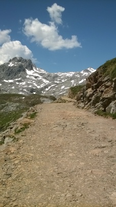 Path up from the top station to the pass